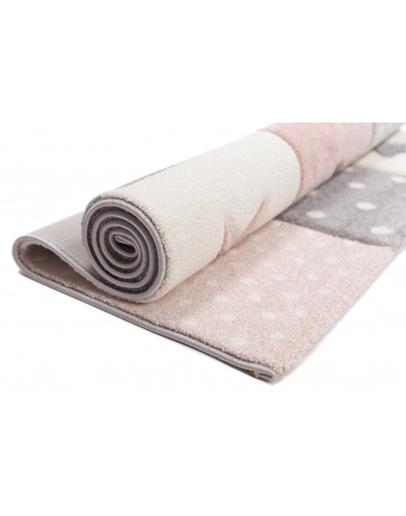 Grubo tkany powstał z włókien syntetycznych