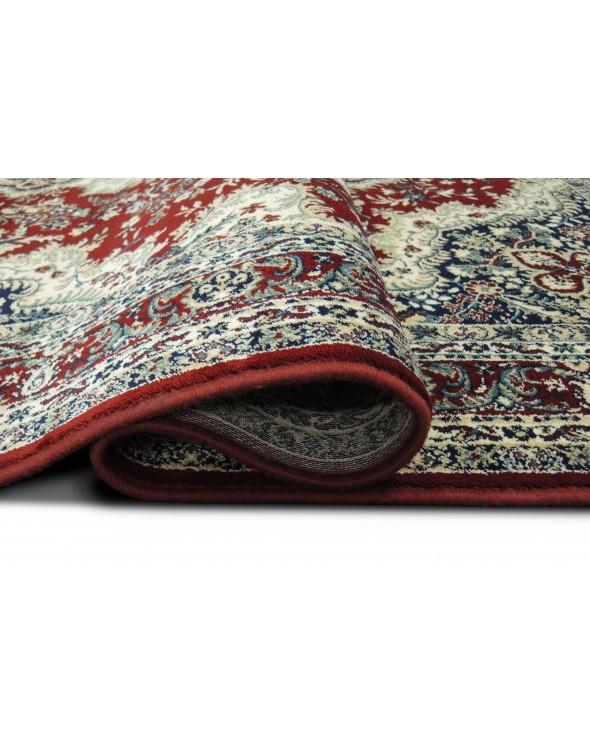 Dywan jest bardzo dobrze wykończony.