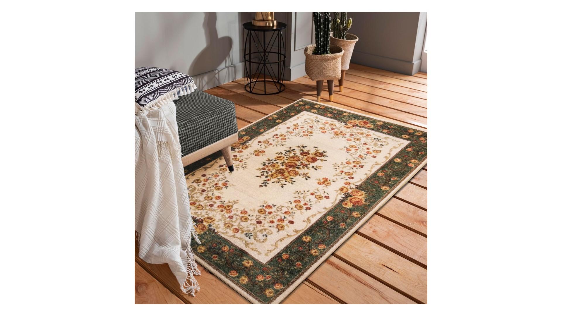 Ornamentowy kwiecisty wzór i pastelowe wybarwienie doskonale sprawdzą się w salonie, czy pokoju dziennym.
