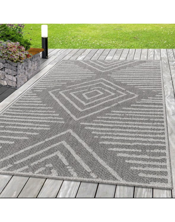 Sznurkowy dywan odporny na wilgoć i zabrudzenia.