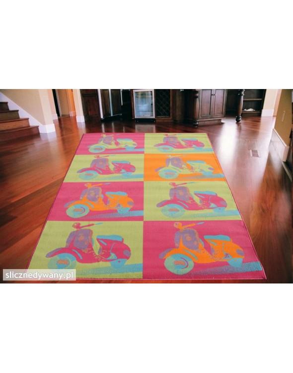 Przepiękny dywan dla dzieci.