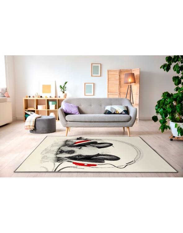 Kremowy, jasny dywan, wpasuje się do pokoju dziennego.