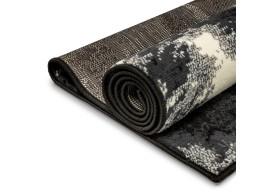 Wilk idealnie sprawdzi się jako dywan dla dziecka.