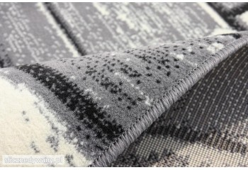 Dywan charakteryzuje się dobrą jakością i niską ceną.