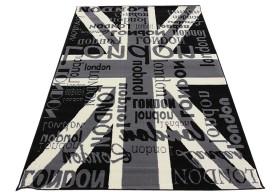 Posiada modne wzornictwo flagi brytyjskiej.