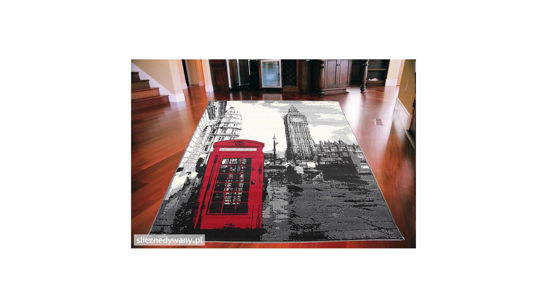 Młodzieżowy dywan do pokoju.
