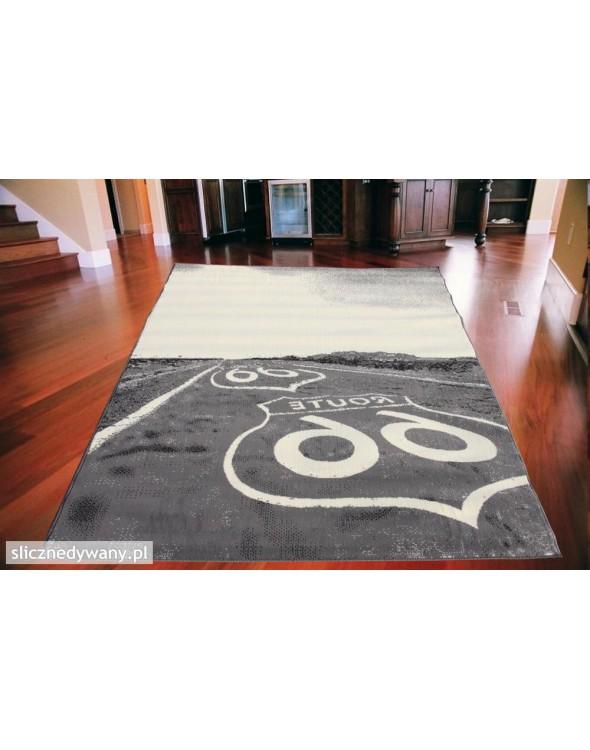 Nowoczesny dywan młodzieżowy.