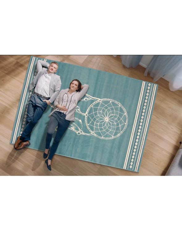 Nowoczesny dywan z łapaczem snów.