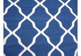 Niebieskie barwy dywanu.