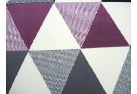 Geometryczne wzory na dywanie to świetny pomysł na ożywienie wnętrza.