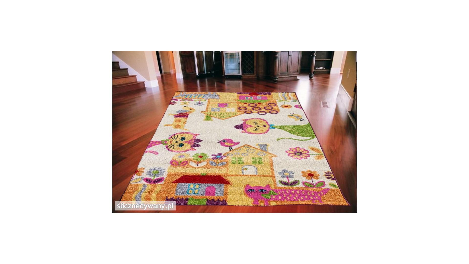 Super modny dywan do pokoju.
