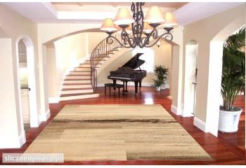 Piękny klasyczny dywan.