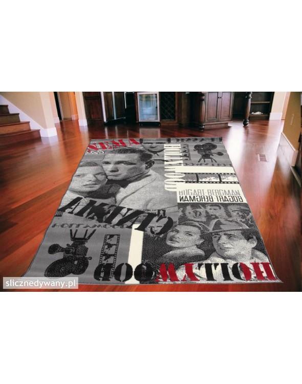 Świetny dywan do pokoju młodzieżowego.