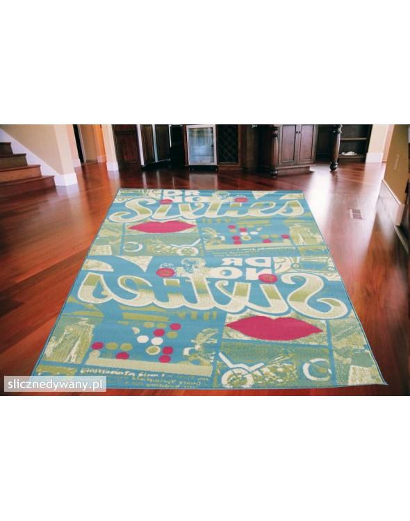 Nowoczesny dywan do pokoju młodzieżowego idealny dla dziewczynki.