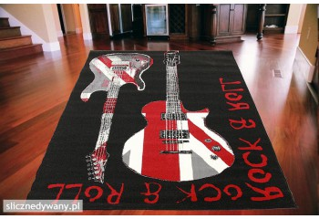 Na dywanie widzimy dwie gitary.