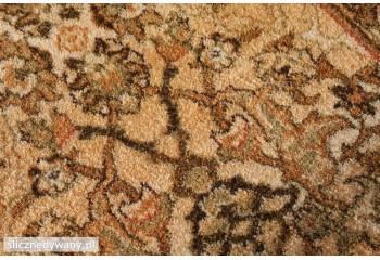 Wełniany dywan miły w dotyku.
