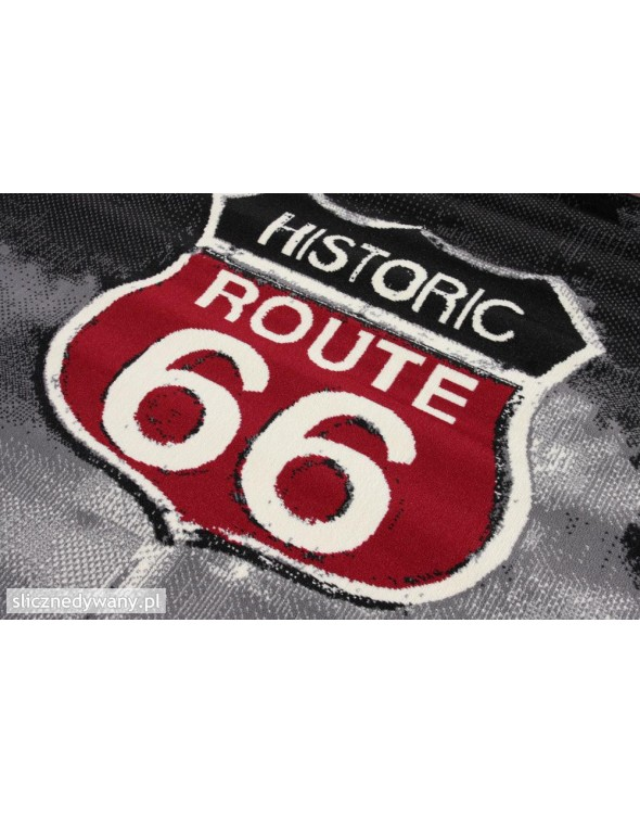 Dywan z motywem słynnej drogi 66 w USA.