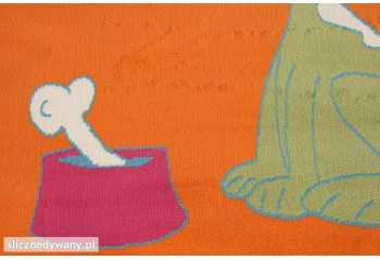 Dywan do pokoju z postacią małego psiaka.