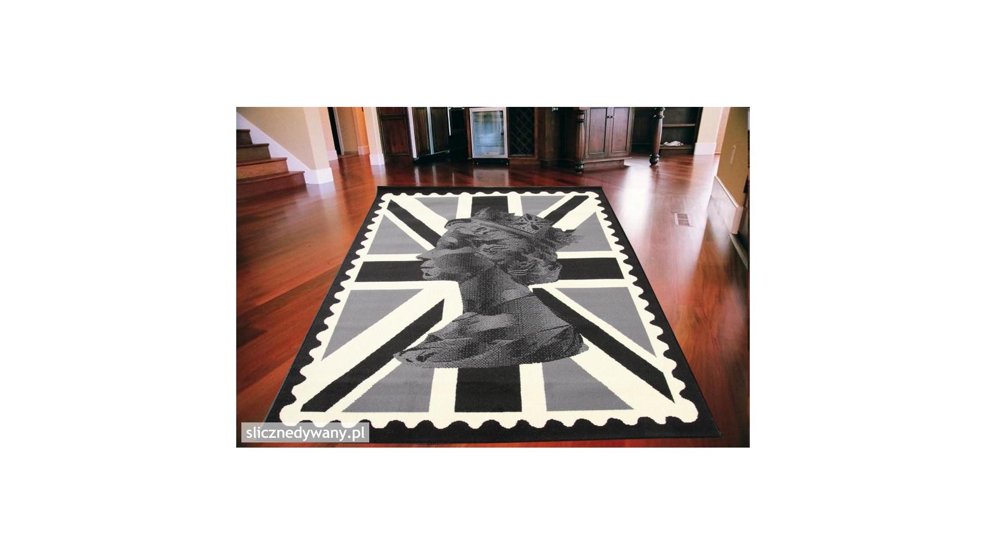 Modny dywan z Królową Elżbietą na tle flagi.