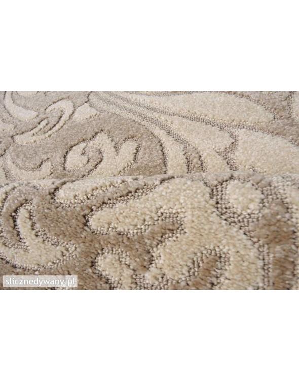Przepiękne kakaowe barwy dywanu.