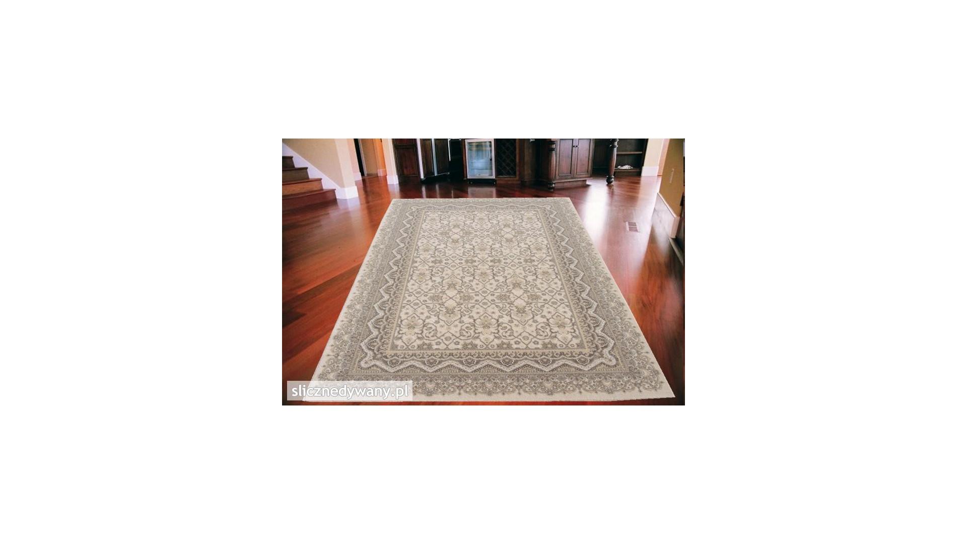 Klasyczny dywan do salonu.