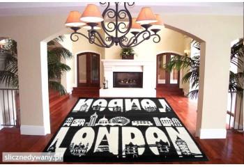 Świetny dywan w modnym czarno białym kolorze.
