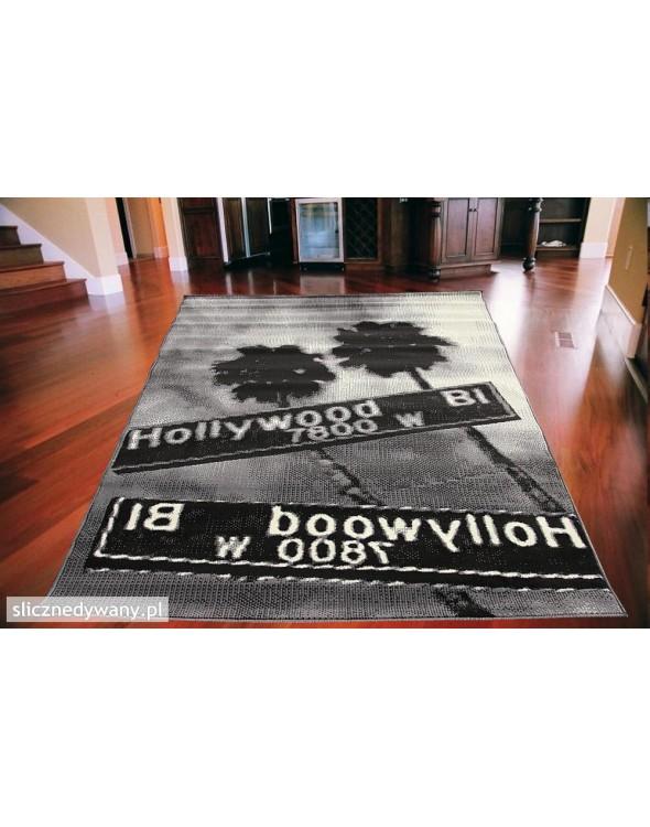 Młodzieżowy dywan.