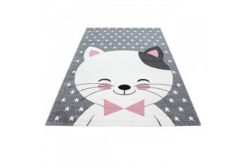 Dywan z modnym motywem kotka.