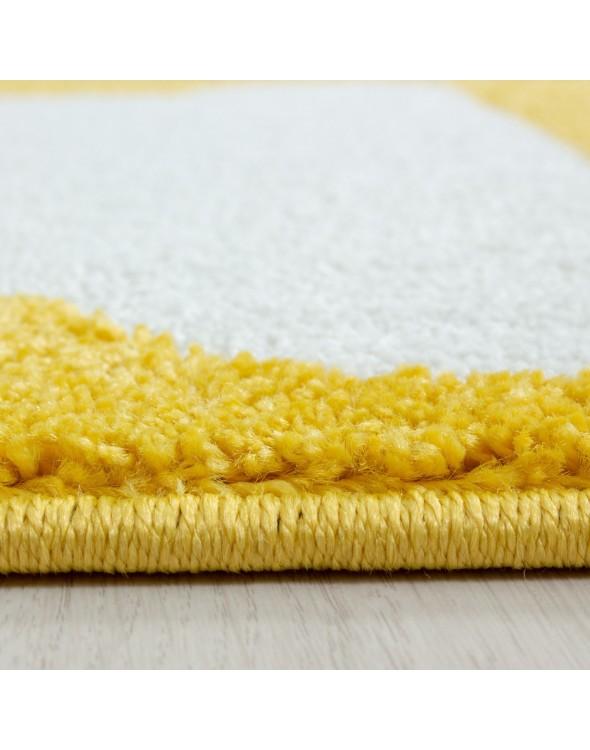 Posiadamy dywan  w ciekawej kolorystce.