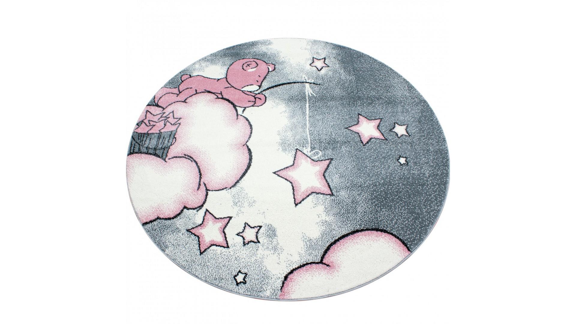 Piękny ciekawy misiu, który łowi gwiazdkę z nieba.