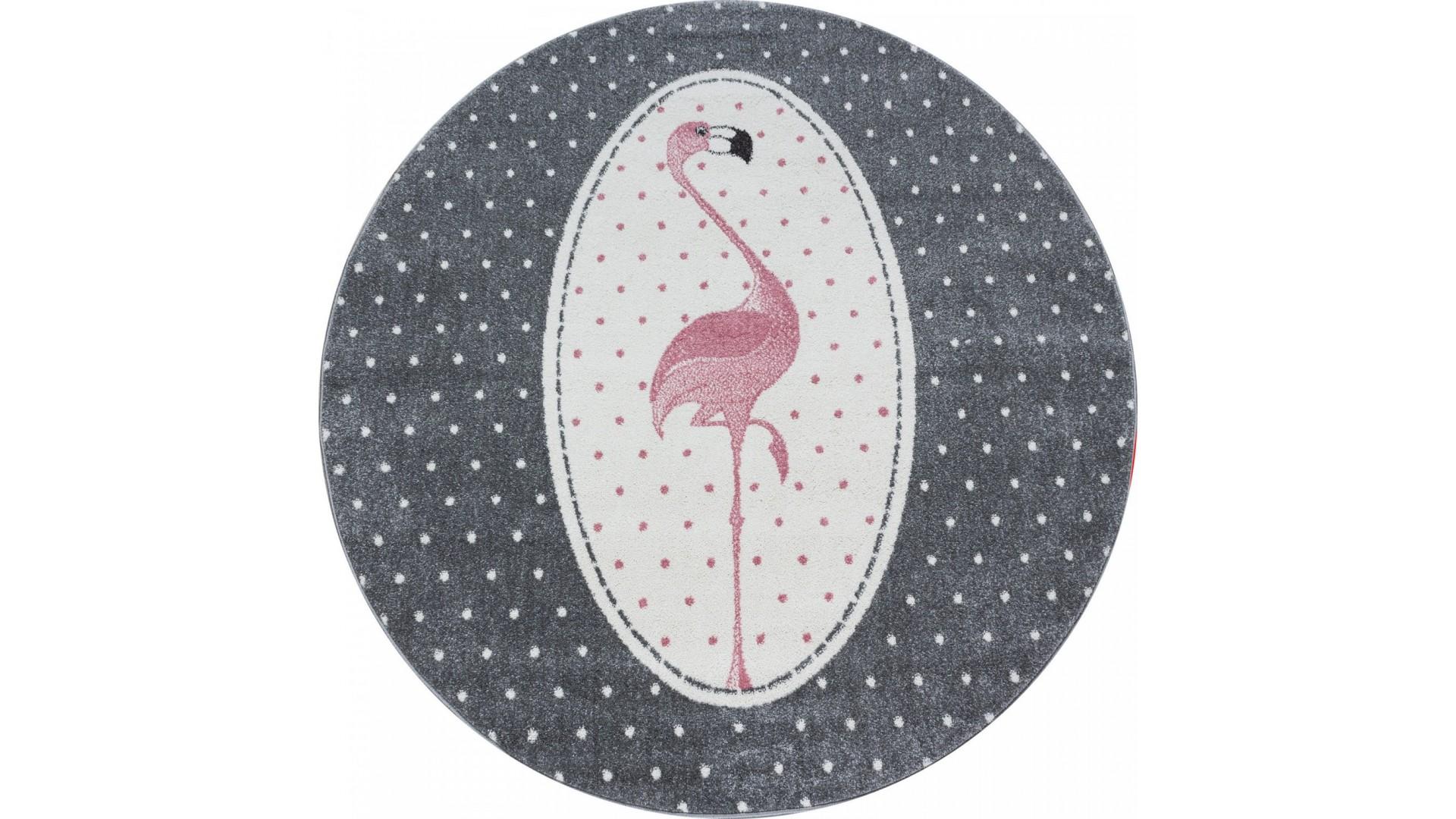 Dywan dla dzieci, w fajne szaro-różowe barwy.