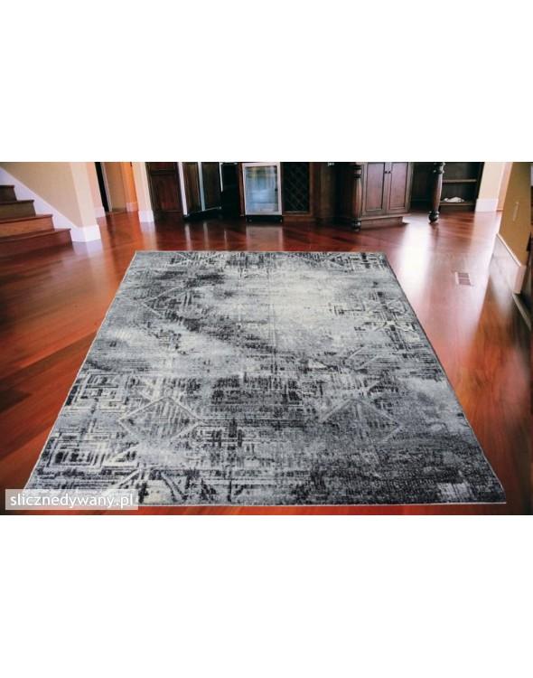 Super nowoczesny dywan do salonu oraz sypialni.