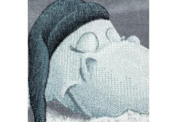 Dywan z uroczym śpiącym soczkiem w nowoczesnej kolorystyce szaro niebieskiej. Idealnie nadaje się do pokoju dziecięcego.