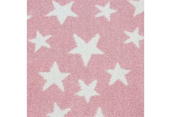 Dywanik w bardzo modnym odcieniu różu z uroczymi białymi gwiazdkami pasuje w pokoju każdej dziewczynki.