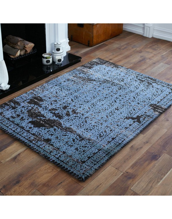Nowoczesny dywan do salonu w piękny wzór, w kolorze niebieskim.