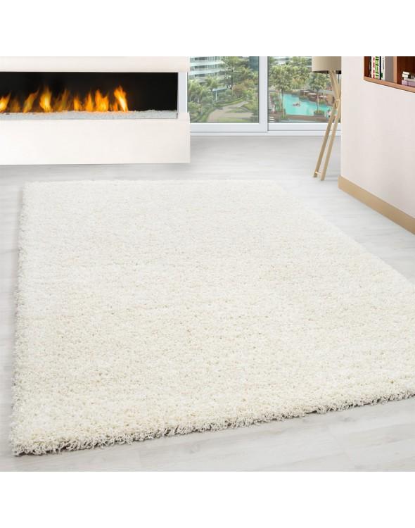 Piękne białe odcienie dywanu.