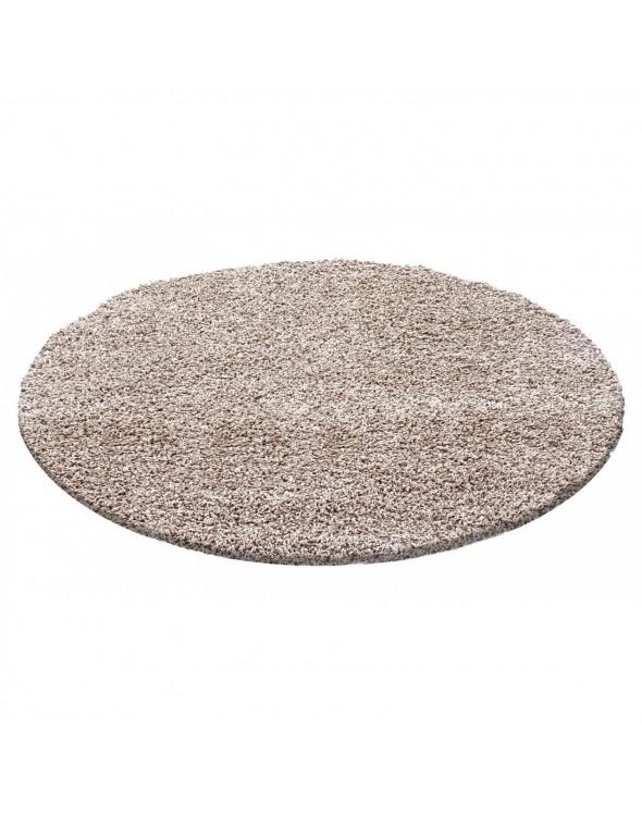 Modne beżowe ubarwienie dywanu.