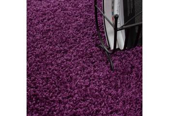 Miękki dywan shaggy.