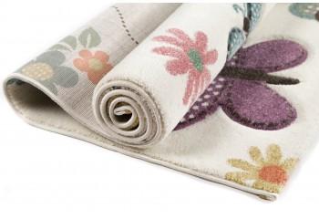 Cudny dywan w motyle dla dzieci.