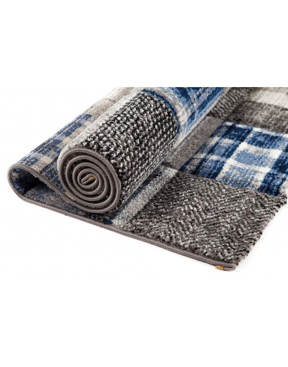 Grubo i gęsto tkane dywany z pięknym wybarwieniem.